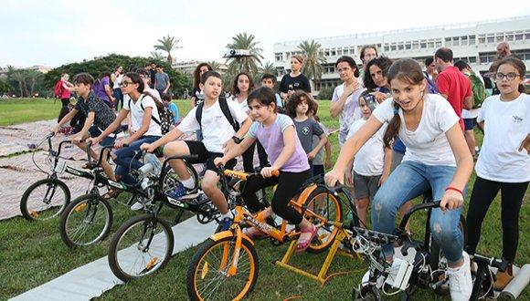 כמה כוח יש לכם לדווש על אופני הקרקס?