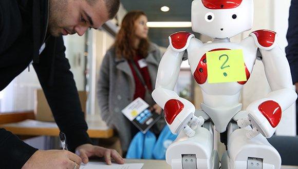 רובוט סקרן? יש חיה כזו
